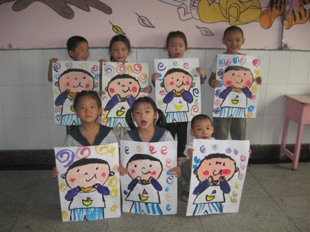 幼儿作品展示软木板