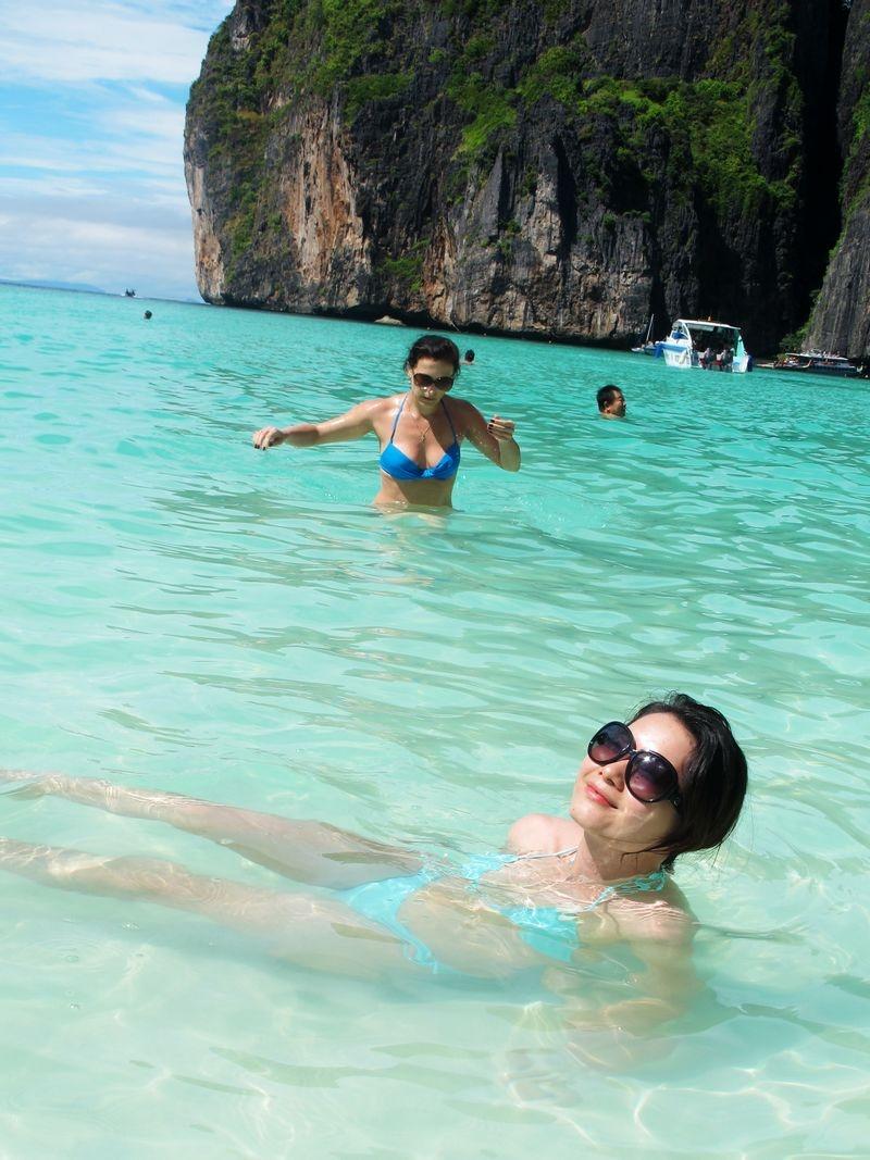 海边泳池广告镜头跳水