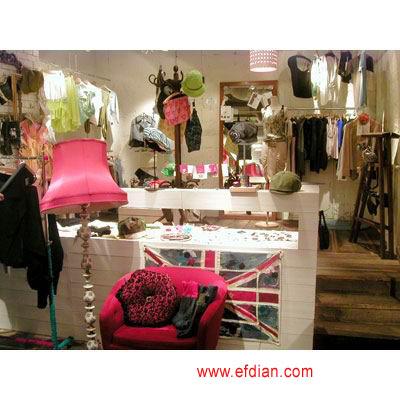 女服装店装修效果图 发给大家服装店铺的装饰设计图片