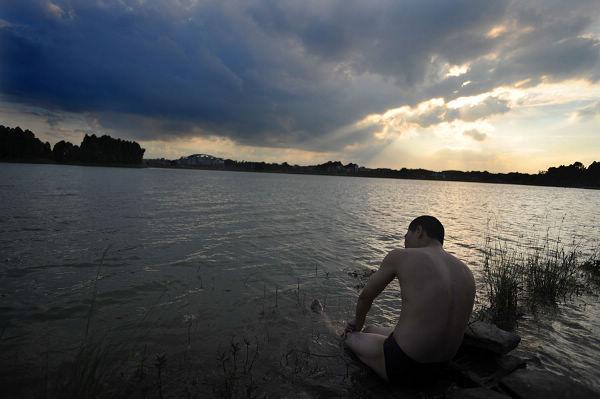 千年大湖的背影和猜想