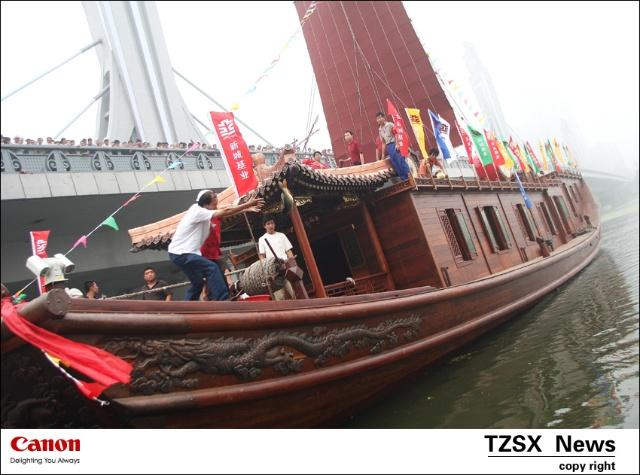 """""""安福舻""""以200多年前乾隆皇帝乘坐的漕运皇船原型打造,内部结构设置"""