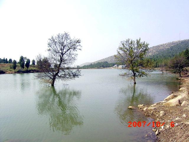 龙吟湖位于龙脊山风景区内的李庄东头