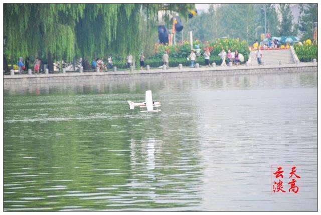 """《一架""""水上飞机""""失事了》(摄影故事)"""