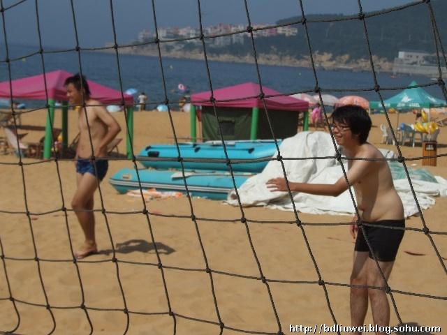 打沙滩排球高清图片