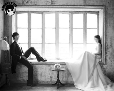 结婚照的最后一篇博客了,在第一摄影棚照的一系列欧洲风格的,但是跟图片