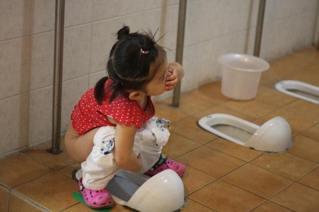 幼儿园上厕所排队洗手规则