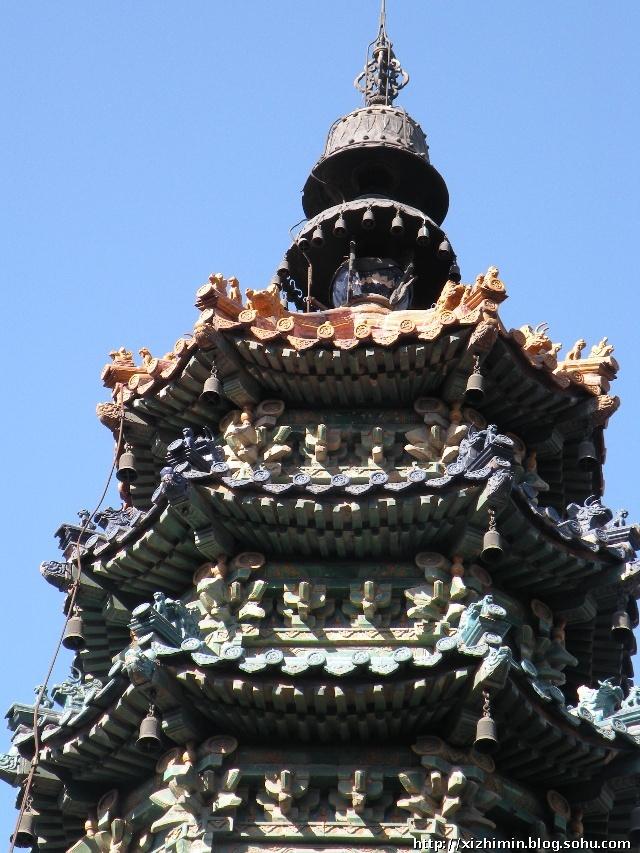 颐和园的七彩琉璃宝塔
