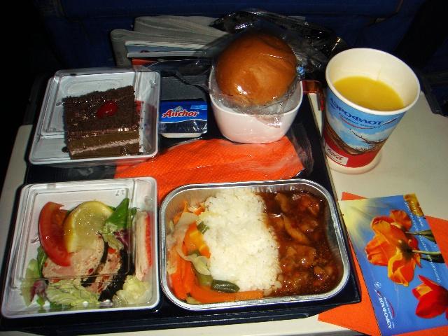 俄航班机的空姐和餐饮(图)