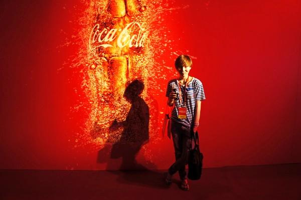 """是饮料是奢侈品是广告创意是爽动夏日的125招--人人都爱的""""可口可乐""""图片"""