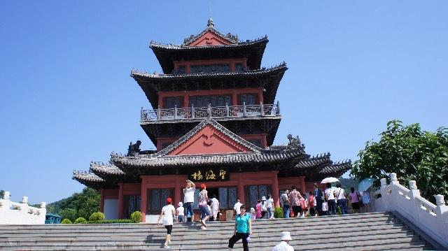 刘公岛风景区位于山东威海市区